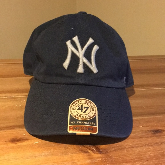 NWT NY Yankees  47 Franchise Core NY Fitted Hat b3c27852eb93